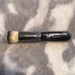 ✨Brand New✨IT Cosmetics Flat Top Foundation Brush